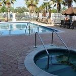 Zwembad met jaccuzi