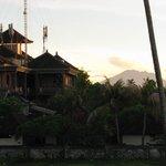 ons uitzicht op vulkaan Agung
