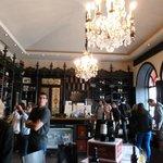 Es la tienda del Chateu, donde venden y hacen la degustación de sus vinos