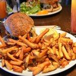 Classic Burger mit Limonade de maison