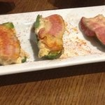 green pepper slices with cheese and bacon