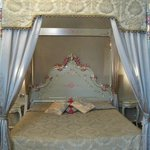 Four poster queen size bed in family room