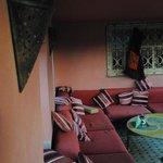 une partie sofa/ombre de la terrasse toit