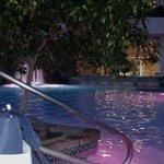 Indoor pool - open til 10 pm!