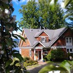 Foto de The Maples Waterfront Resort and Heritage B&B