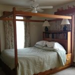 Four poster bed in 'Margaret'