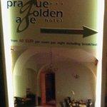 Cartel publicitario del hotel