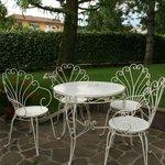 tavolino esterno per le colazioni estive
