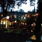 Blick am Abend - vom Biergarten zum Krug
