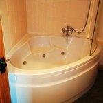 Badger Cottage whirlpool bath