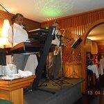 Noche italiana con cantante y saxo en vivo