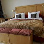 Bett mit Sitzgelegenheit in der Junior Suite