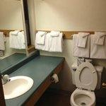 Clean bathroom, enough towels