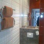 baño con secador de toallas