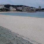 名前の通り白い砂浜