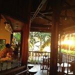 le bar au coucher du soleil