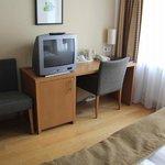 Desk/TV/Minibar