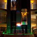 Лифты в холле отеля