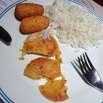 muchin de yuca, arepa y arroz (no se sí escribí bien) en el desayuno (no almuerzo ni cena)