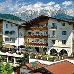 Hotel Alpendorf im Sommer