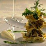 Chair de crabe aux herbes et citron vert. Chips de céleri