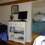 bedroom/kitchen area
