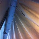 Polvere dietro la tenda