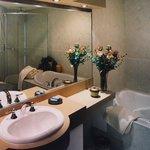 Salle de bain de la suite Contemporaine
