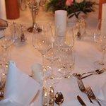 stilvoll gedeckter Tisch