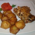 Food - chicken with potatoes