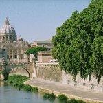 ROMA:  Along the Tiber toward The Vatican