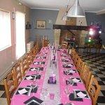 table de repas d'anniversaire