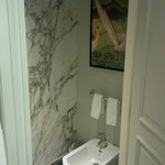 Room 206 - Bathroom decor