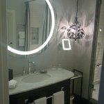 Room 206 - elegant bathroom