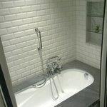 Room 206 - Deep bath!