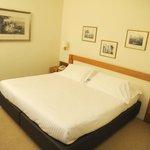Il letto ha dimensioni soddisfacenti