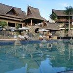 piscine de l'hôtel devant le restaurant