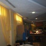restaurant au sous sol tres sombre pour les 3e ages
