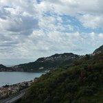 Blick vom Zimmer nach Taormina