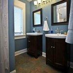 Fireside Suite, Bathroom