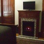 Palladian Suite, Fireplace/TV.