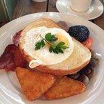 plentiful breakfast, beans under the toast!