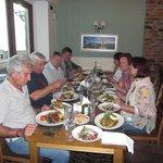 sehr guter Tisch im Restaurant mit Blick zum Hafen
