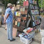 Stands de libros en Plaza de Armas