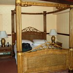 Deck 1 Four-Poster bed