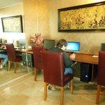 WI-FI muito bom e computadores disponíveis no Runcu Hotel