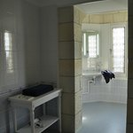 part bathroom of room no. 5