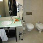 Superior Room: Bathroom