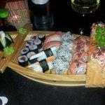 barchetta di 20 euro con sushi misto...