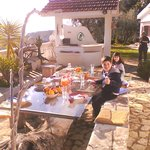 la colazione all'aperto, in un bel mattino di sole, vale cmq